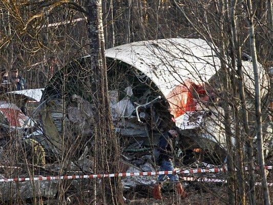 Trup havarovaného tupolevu po tragédii ve Smolensku.