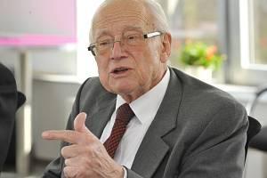 Jeden ze zakladatelů české kvantové chemie Rudolf Zahradník (na archivním snímku z 26. března 2014)