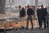 Americký prezident Donald Trump navštívil trosky spáleného města Paradise v Kalifornii