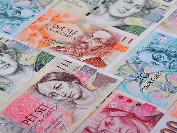 Ilustrační foto - bankovky.