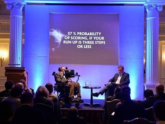 Stephen Hawking během speciální konference k MS