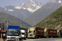 Do Gruzie směřují kamiony s humanitární pomocí.