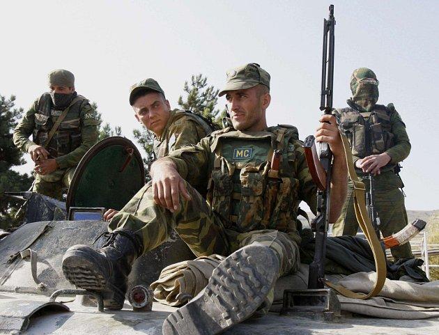 Gruzínci zaútočili 8. srpna letadly a palbou raketometů na oblast Jižní Osetie, následoval úder ruských letadel na gruzínské vojenské základny a města. Abcházie a Jižní Osetie pak s pomocí Ruska vyhlásily nezávislost.