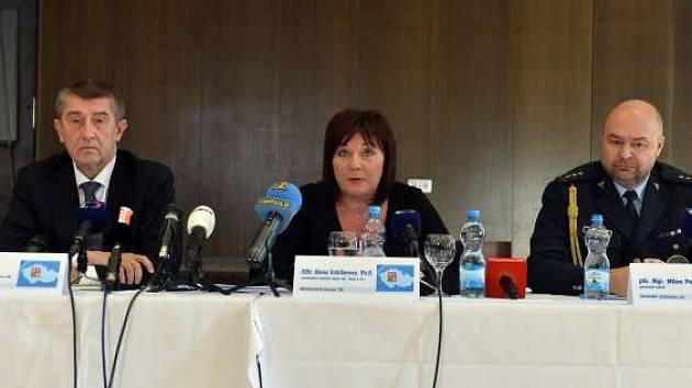 Zleva ministr financí Andrej Babiš, náměstkyně ministra financí Alena Schillerová a generální ředitel Celní správy Milan Poulíček.