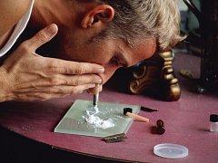 Šňupání kokainu.
