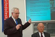 Projekt představili rektor VŠCHT Josef Koubek (vlevo) a předseda AV ČR Václav Pačes