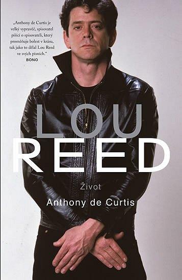 Lou Reed měl všechno, jen ne nudný život. Jeden zmála rockových tvrďáků, hodných toho přízviska, se s nikým – ani se sebou – nemazlil. Proto je i čtení o něm místy mrazivé, i když jindy zase nutí k širokému úsměvu.