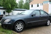 Rumunští podvodníci jezdí ve vozech továrních značek Mercedes, Audi a podobně s poznávacími značkami Francie, Německa, Rumunska či Holandska