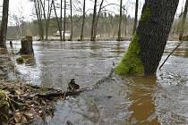 Rozvodněná řeka - ilustrační foto