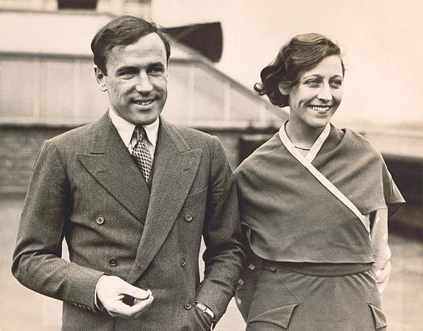 Slavní manželé Amy a Jim, přezdívaní tiskem The Flying Sweethearts (létající zamilovaní), v roce 1937