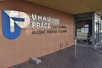 Úřad práce v Ostravě na snímku z 1. dubna 2020