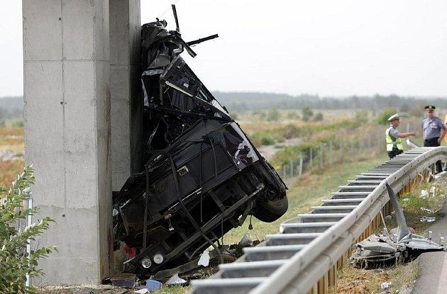Největší autobusové neštěstí letošního léta na Jadranu: nejméně čtrnáct slovenských turistů nepřežilo nehodu autobusu v Chorvatsku. Dalších 30 lidí utrpělo vážná zranění.