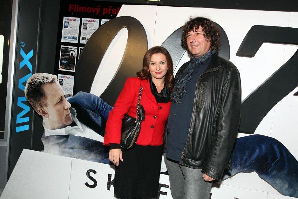 Česká premiéra nové bondovky Skyfall proběhla ve čtvrtek 24. října 2012 v pražském multikině Cinema City Flora.