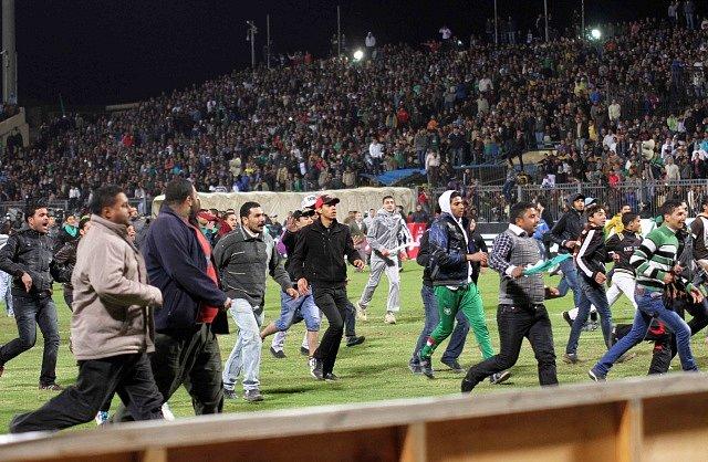 Násilnosti na stadionu v Port Saídu.