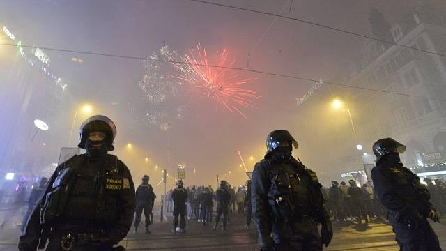Průběh silvestrovských oslav 31. prosince v centru Prahy.