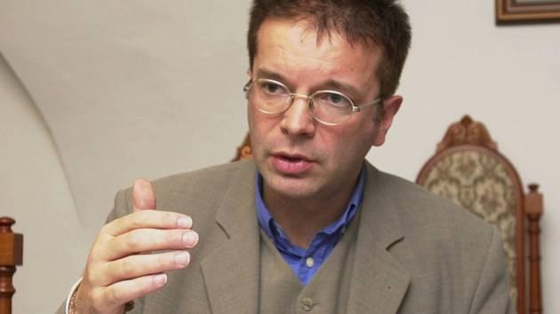 Hornorakouský ministr životního prostředí Rudolf Anschober dnes kritizoval přístup českého energetického koncernu ČEZ k nedávnému nízkému úniku radioaktivity z Jaderné elektrárny Temelín.