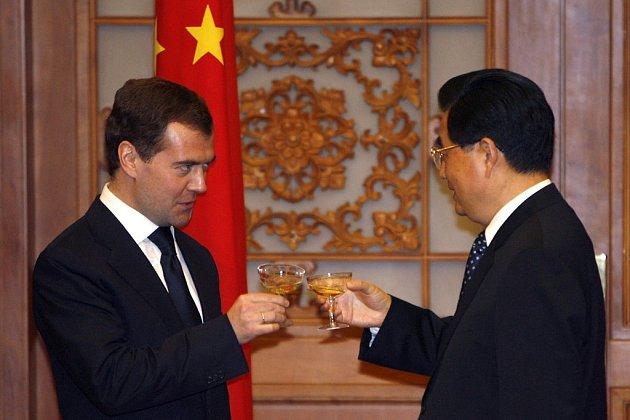 A slavnostní přípitek na závěr, po podpisu nových rusko-čínských dohod.