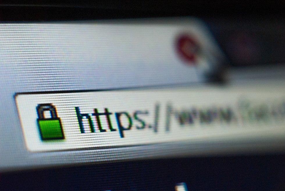 Správný nákupní portál by měl nabídnout bezpečný přenos dat. Poznáte jej podle »https://« v adrese. Ve stavovém řádku by se měla objevit ikona zavřeného zámku.