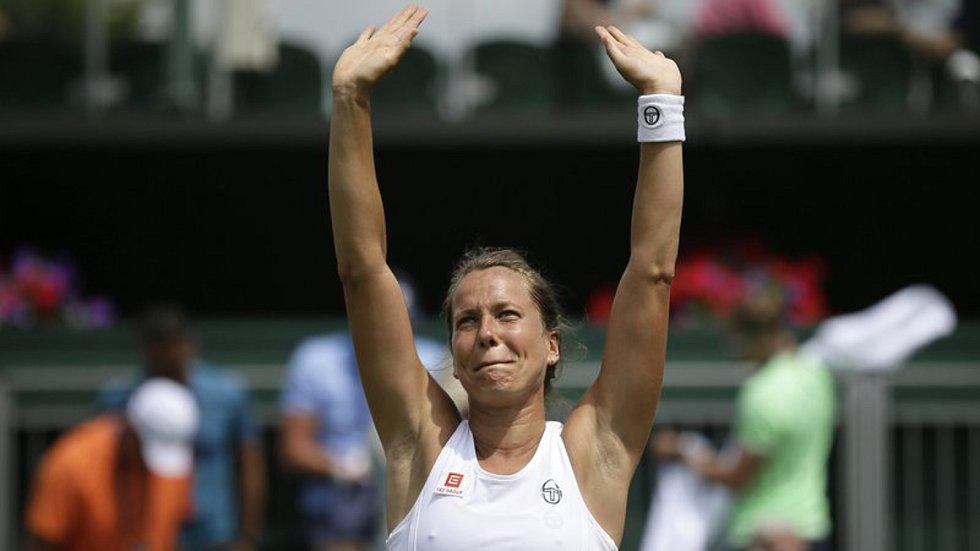 Česká tenistka Barbora Strýcová se raduje ze svého vítězství.