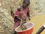 Dětská práce v dolech v Africe