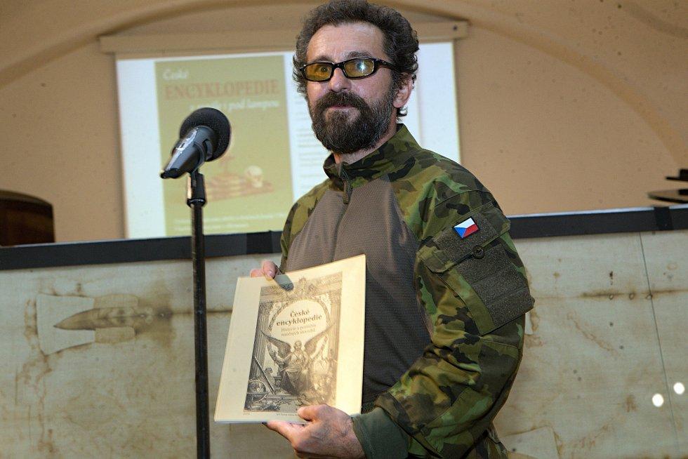 Ondřej Vetchý na nové výstavě ve Vlastivědném muzeu Olomouc o encyklopediích