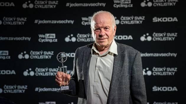 Antonín Bartoníček při uvedení do Síně slávy české cyklistiky
