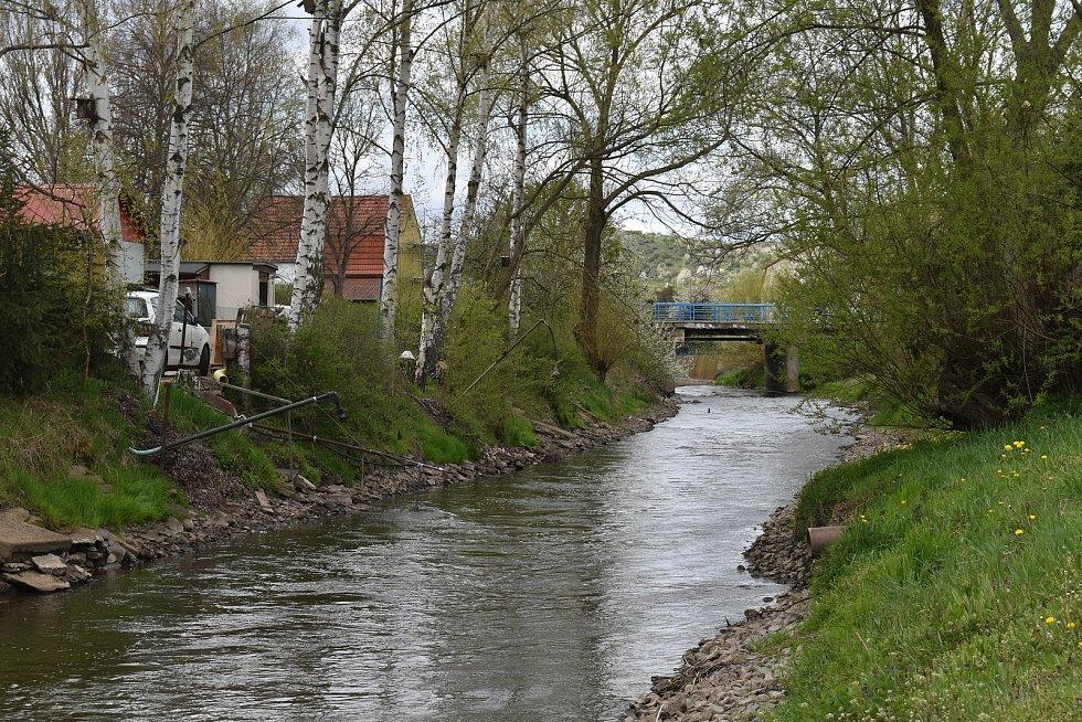 Koryto řeko u Želenic.
