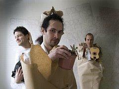 Ondřej Galuška, spoluzakladatel, zpěvák, pozounista i autor řady podiv(uhod)ných písní Eggnoise, dál baví kluby se sólo projektem O. G. & The Odd Gifts.