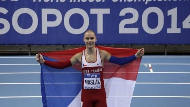 Pavel Maslák se raduje ze zlaté medaile v běhu na 400 metrů na halovém mistrovství světa v Sopotech.