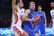 Basketbalista Patrik Auda (vpravo) proti Chorvatsku.