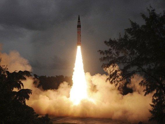 Indie uskutečnila historicky druhou úspěšnou zkoušku rakety dlouhého doletu Agni-V, která může nést jaderné hlavice a má dolet 5000 kilometrů.