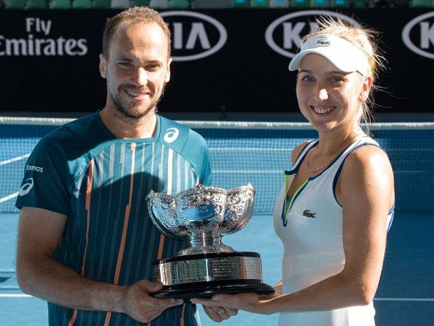 Ruska Jelena Vesninová a Brazilec Bruno Soares.