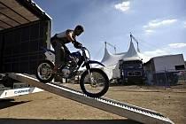 Mezinárodní cirkusová show Cirkus Cirkus Classic byla zahájena 23. září na Rohanském nábřeží v Praze, kde by měla potrvat až do 14. listopadu.