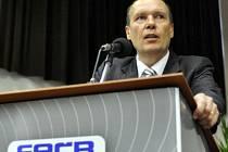 Místopředseda Fotbalové asociace České republiky Dalibor Kučera zahájil 17. listopadu v Nymburku její valnou hromadu. Měl by na ní být zvolen nový předseda.