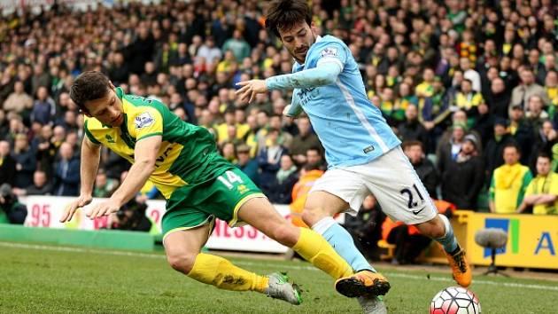 Norwich - Manchester City: David Silva a jeho snaha o průnik