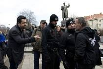 U sochy ruského maršála Koněva v Praze se 28. prosince 2019 sešli lidé, aby podpořili rozhodnutí radnice Prahy 6 pomník odstranit. Ve stejný den k soše přišli účastníci setkání ke 122. výročí Koněvova narození