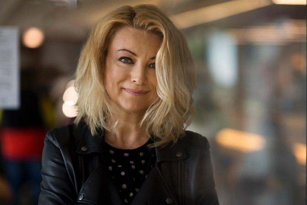 Eva Vejmělková se poprvé nafilmovém plátně objevila už jako studentka ostravské konzervatoře.