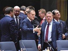Země Evropské unie na summitu v Bruselu, 9. března 2017 - na snímku Donald Tusk (v diskuzi vlevo)