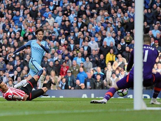 David Silva brankáře Southamptonu Frasera Forstera nepřekonal a City ztratili dva body.