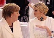 Angela Merkelová debatuje s Ivankou Trumpovou
