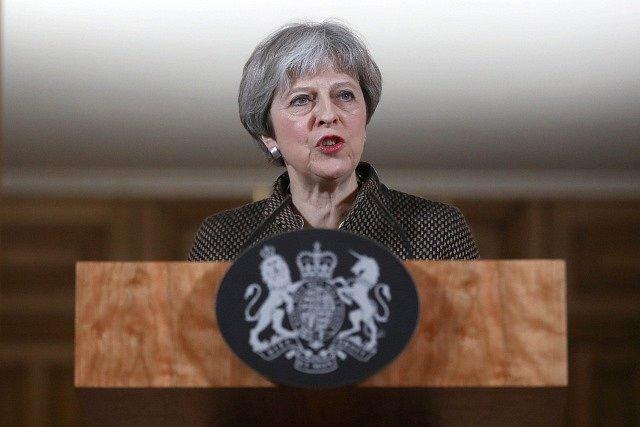 Britská premiérka Theresa Mayová útok na Sýrii schválila.
