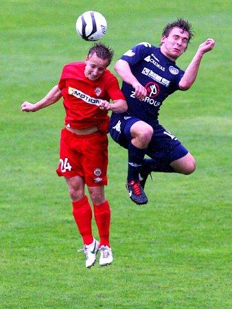 Alois Hyčka zBrna (vlevo) proti Slovácku.