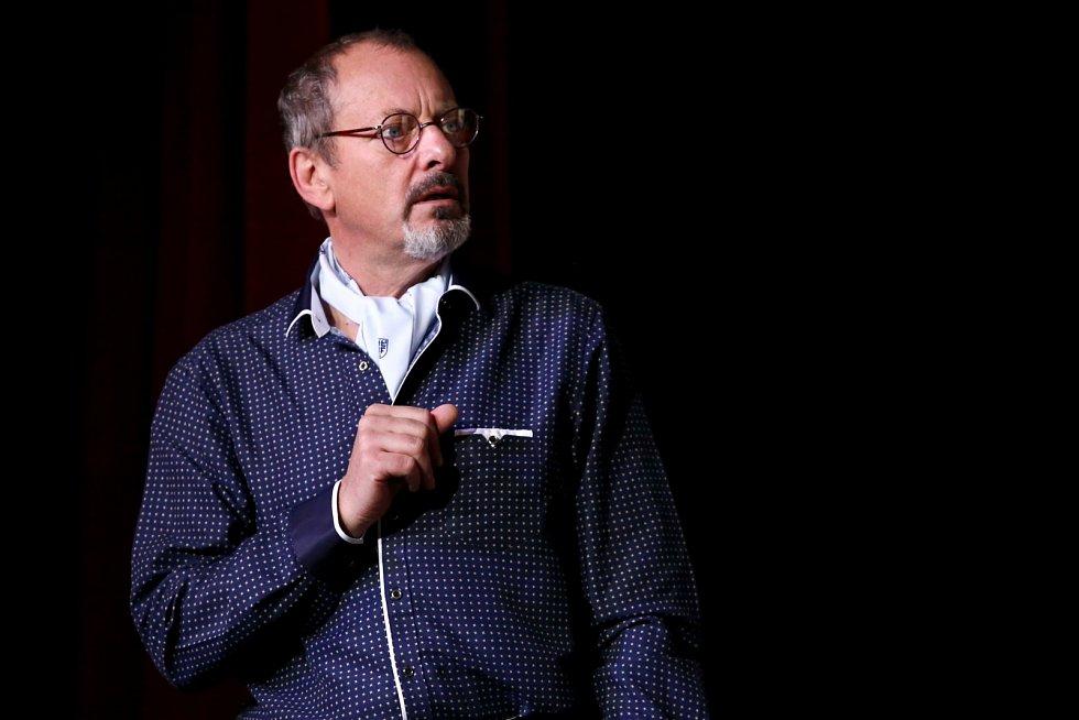 Od září 2012 je Otakar Brousek stálým členem hereckého souboruDivadla na Vinohradech.