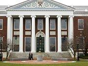 Prestižní Harvardova univerzita zakázala veškeré intimní vztahy mezi učiteli a studenty. Ilustrační foto.