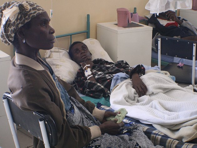 Nemocný na AIDS v hospicu v Zambie.