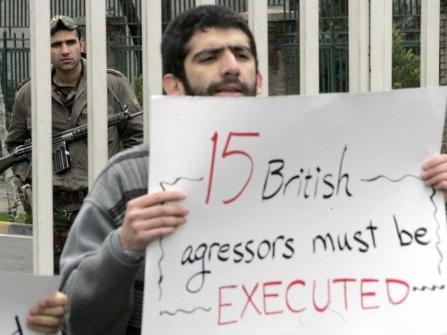 Iranský student vyzývá k popravě Britů.