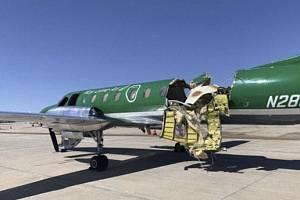 Pilot druhého letounu bezpečně přistál i s dírou v trupu.