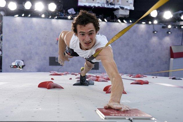 Adam Ondra zČR během lezení na rychlost.
