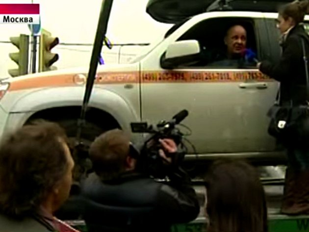Konstantin Altuchov seděl skoro 24 hodin v autě. Aby ho neodtáhli.