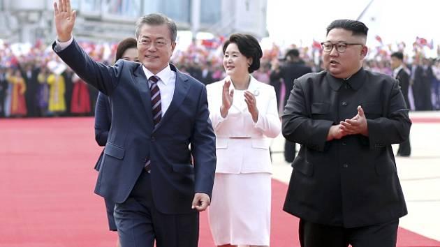 Jihokorejský prezident Mun Če-in a severokorejský vůdce Kim Čong-un na summitu v Pchjongjangu